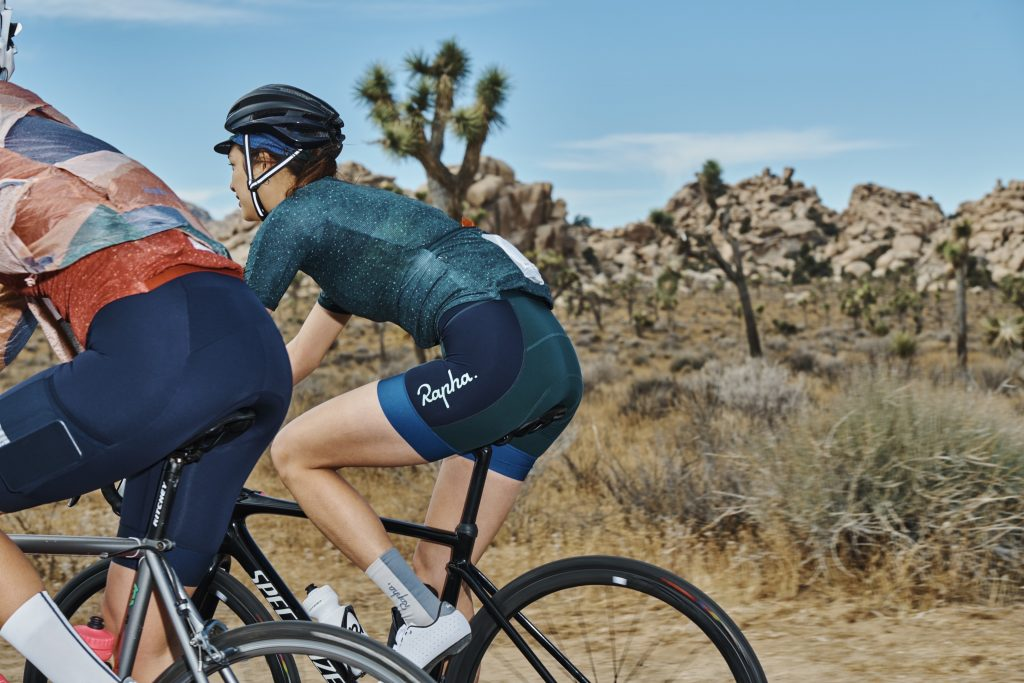 cuissard rapha + outdoor voices collection cycliste femme