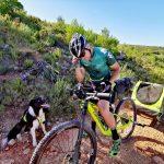 Voyager à vélo avec son chien Fred