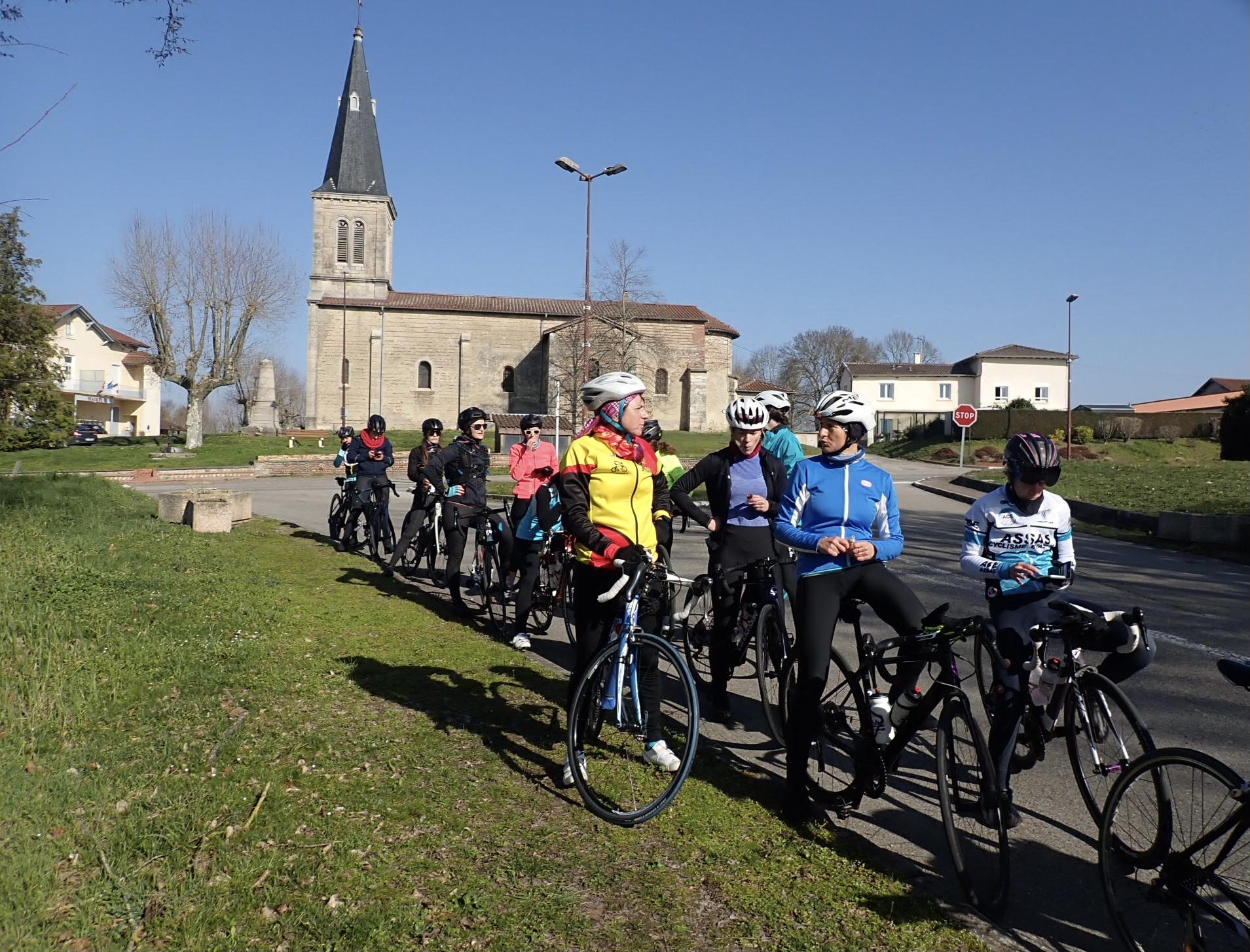 Des cyclistes motivées et sympa lors du ride rapha mars 21 à partir de Grimpeurs cyclist house lyon